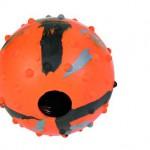Šifra: 33722 Lopta sa malim bodljama i otvorom, naran.-crna 6 cm